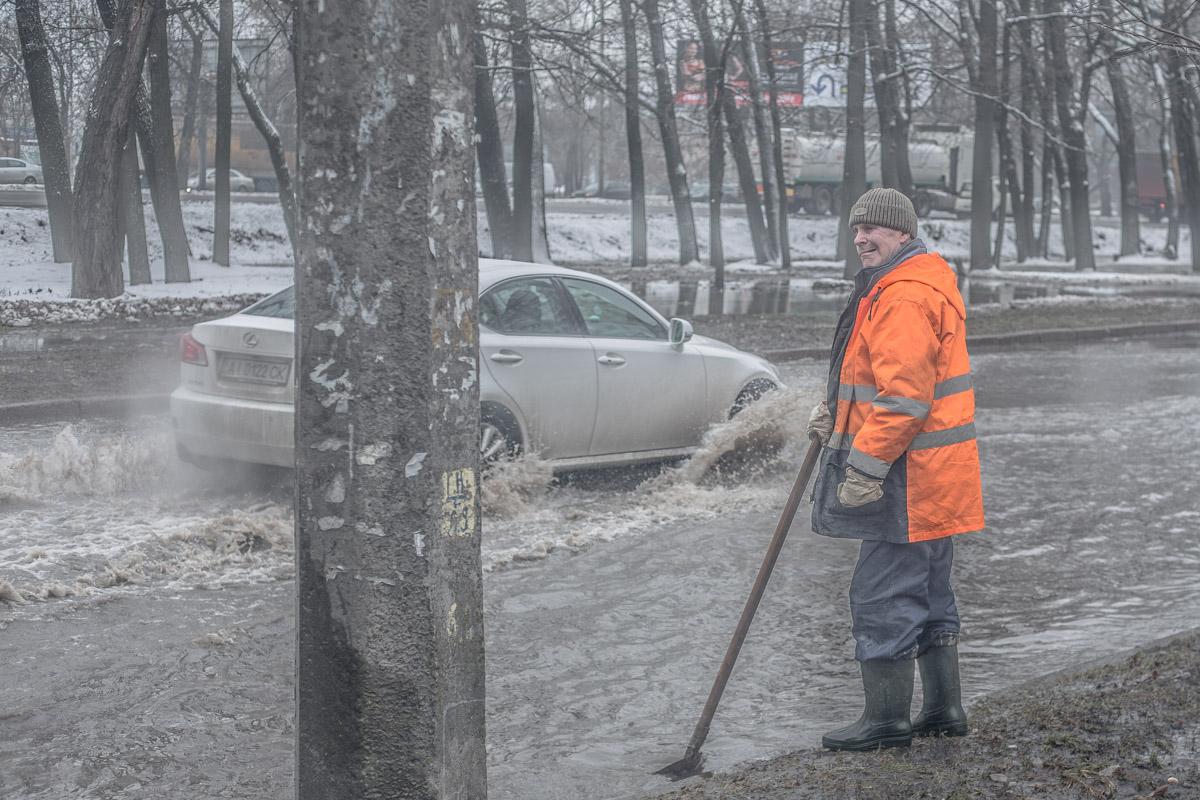 Очевидцы говорят, что затопления из-за прорывов труб у них не редкость