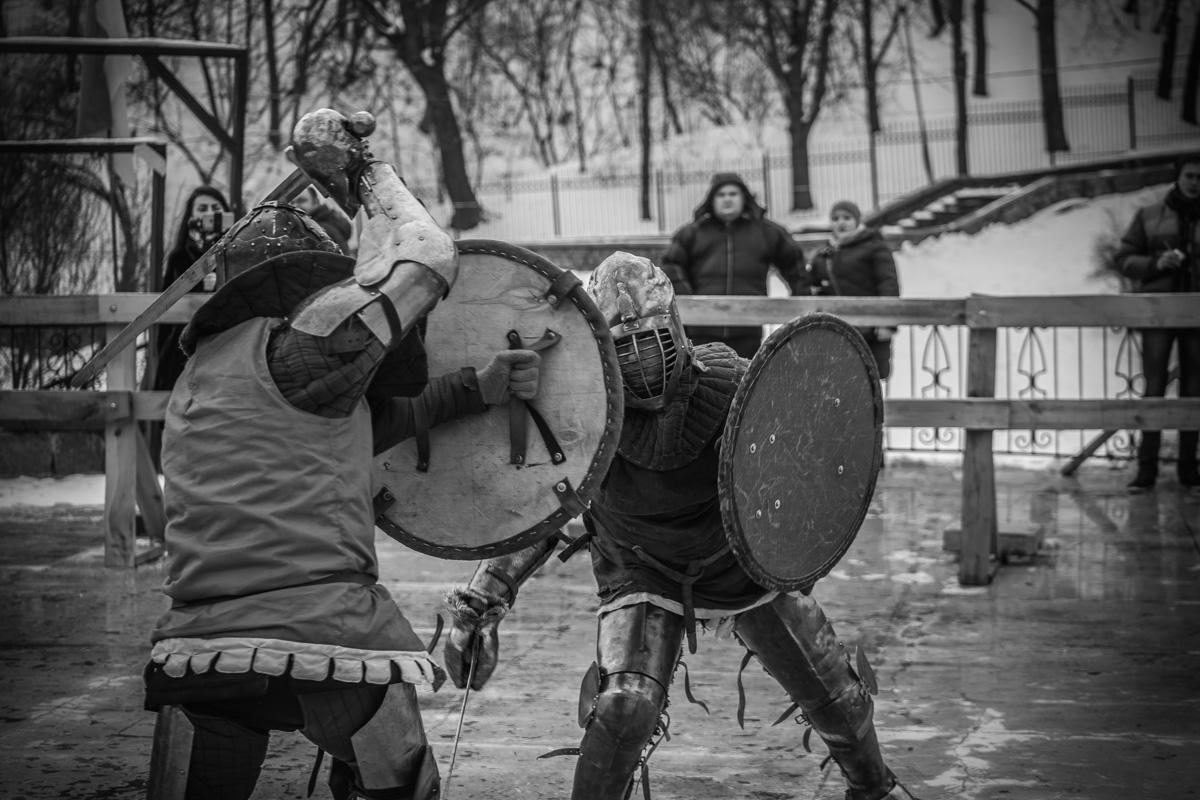 Участники турнира по рыцарскому бою не жалели друг друга