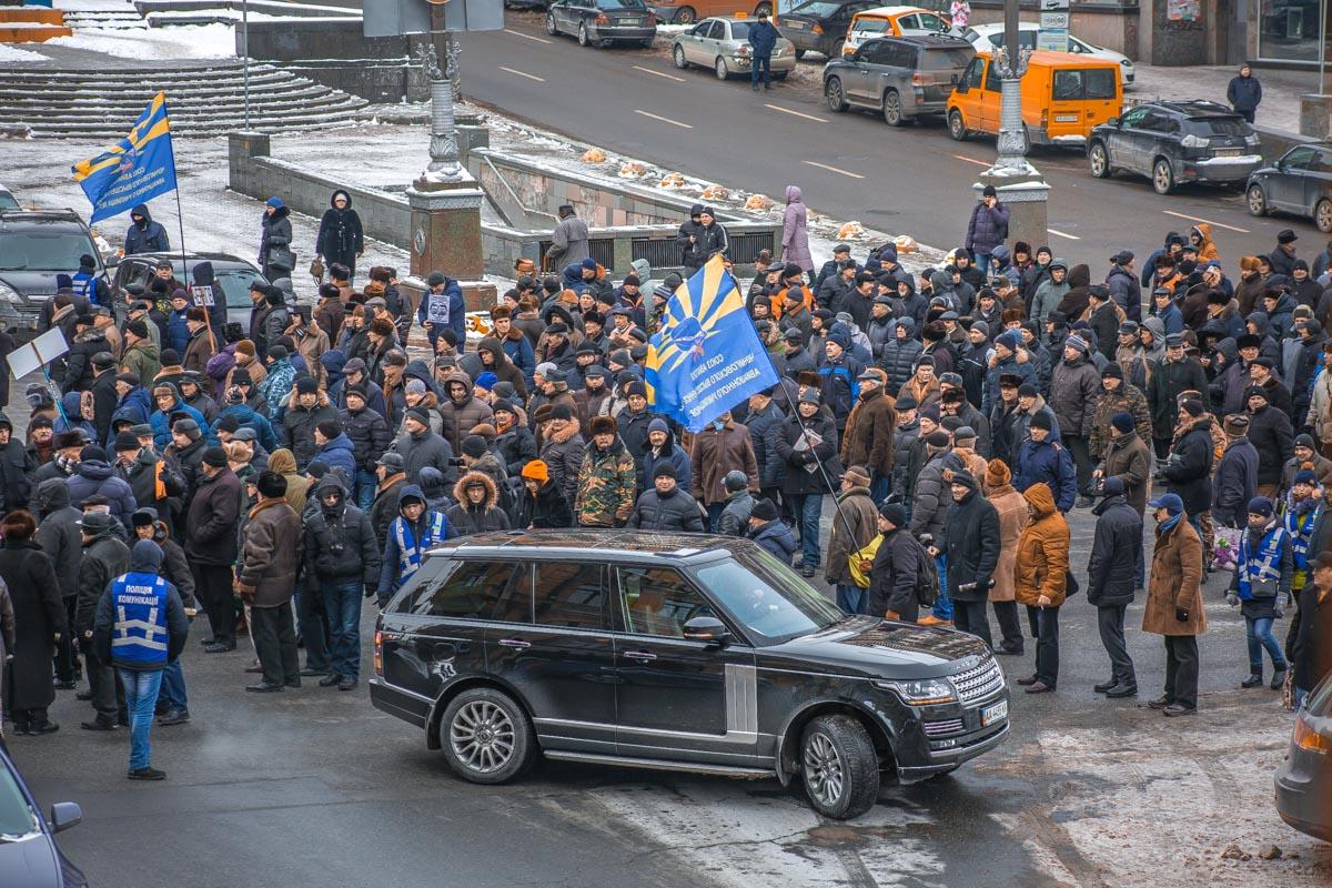 Протестующие остановили движение на Бессарабке