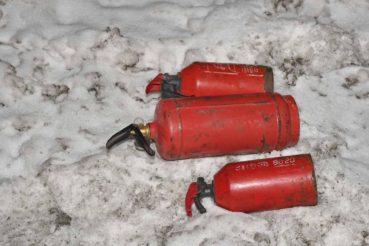 Огнетушителями сбить пламя не удалось