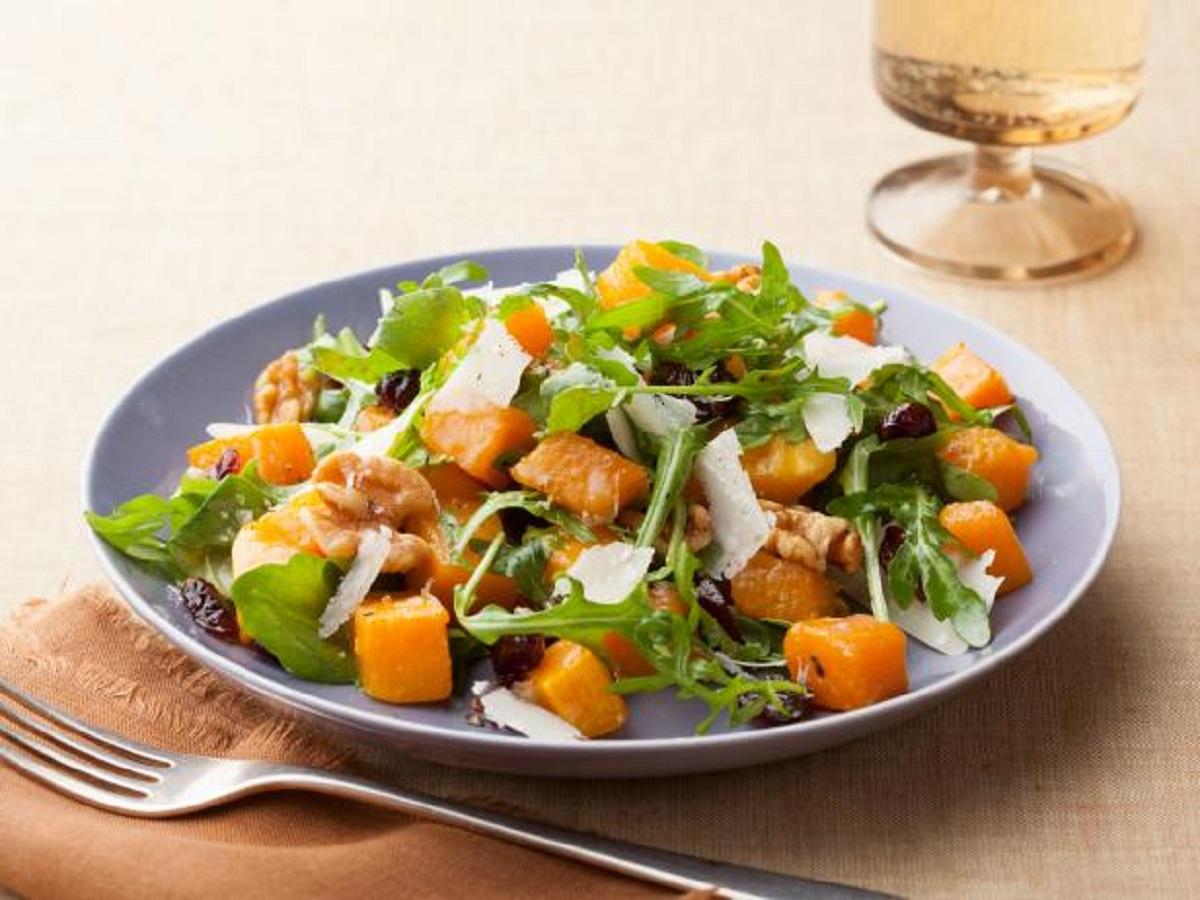 Салат с яблоком, тыквой и грецкими орешками