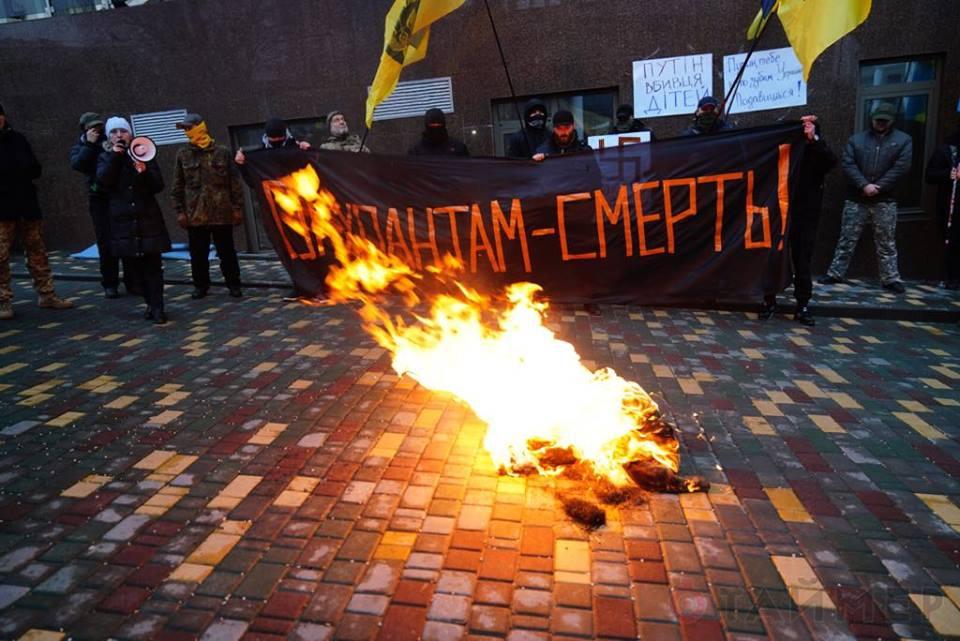 В Одессе радикалы пикетировали Генконсульство РФ