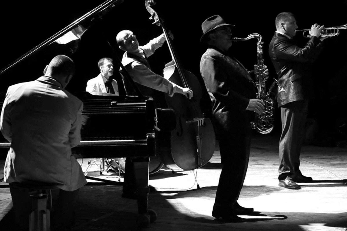 Вы сможете послушать лучшие творения великих джазменов