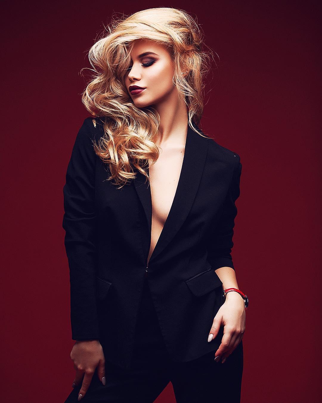 В таком образе девушка точно вызывает у мужчин восторг и желание