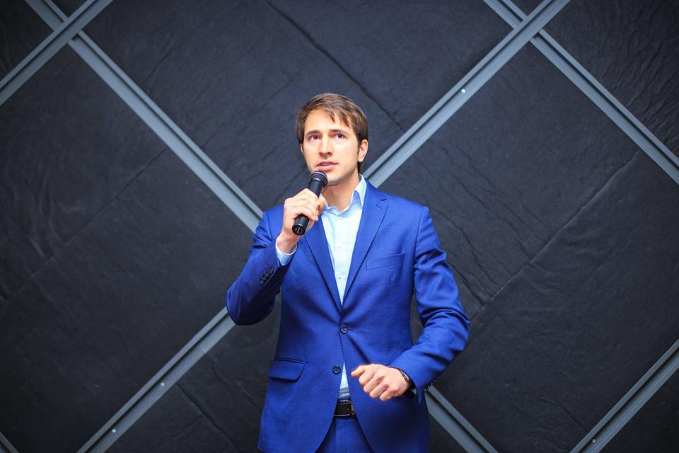 Синие костюмы особенно популярны среди бизнесменов и просто стильных мужчин