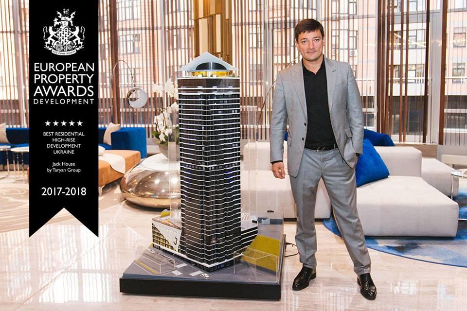У него своя строительная компания и недвижимость в Дубае