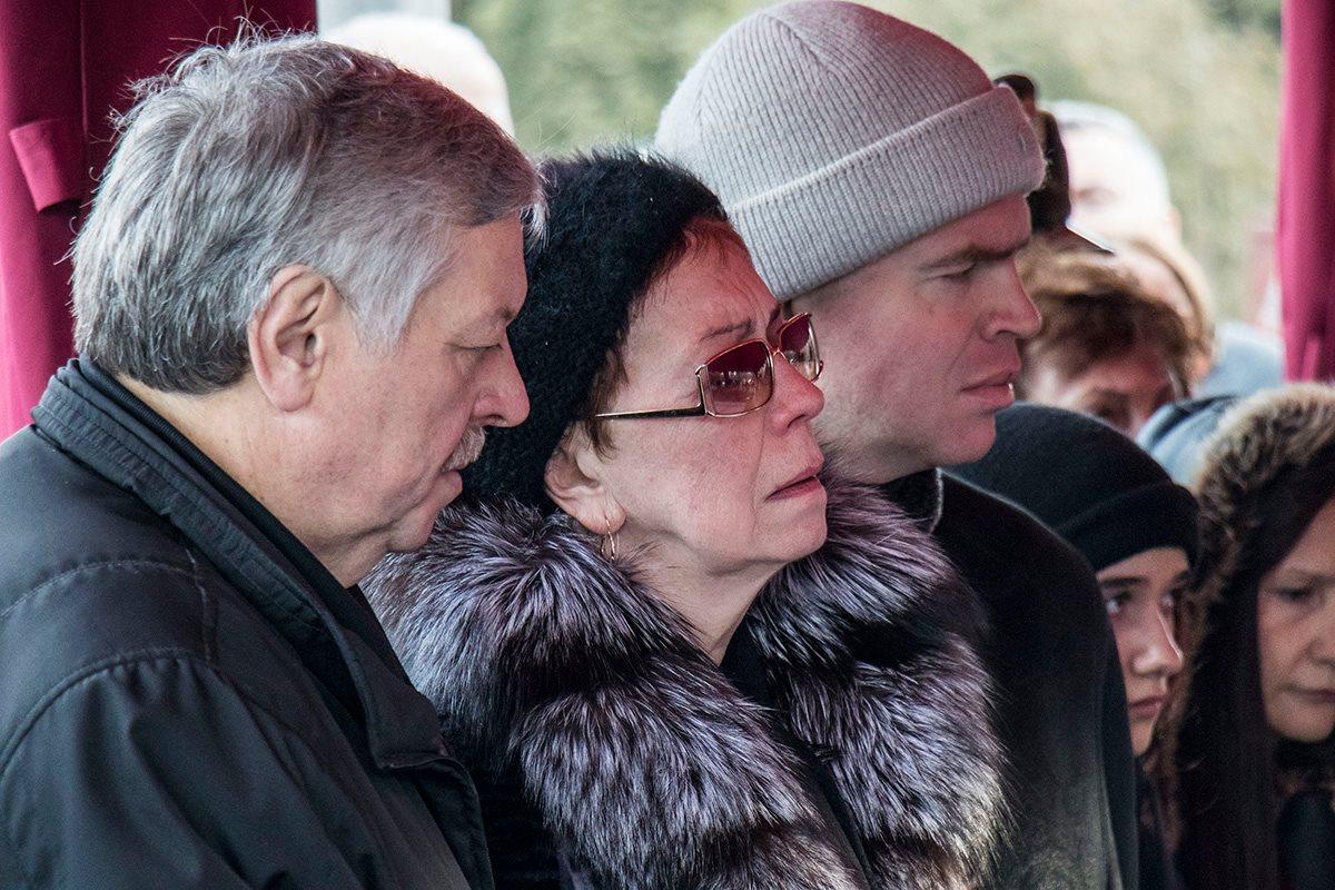 Родственники Леонида Каденюка не могли сдержать слез