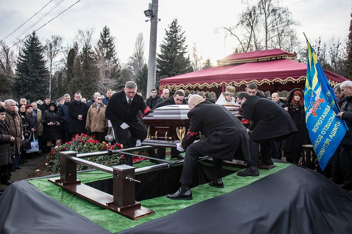Первого украинского космонавта похоронили на Байковом кладбище