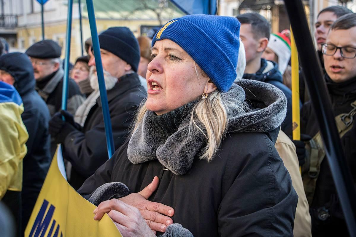 Перед тем, как передать обращение польской стороне, активисты спели гимн