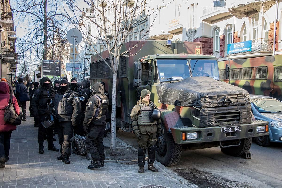 Обеспечивали порядок на митинге отряды нацполиции