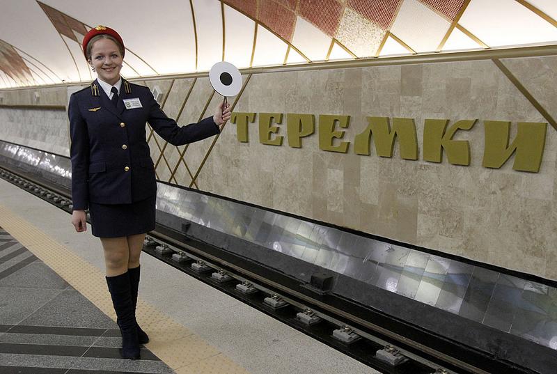 Именно так сейчас выглядит форма сотрудников метро Киева