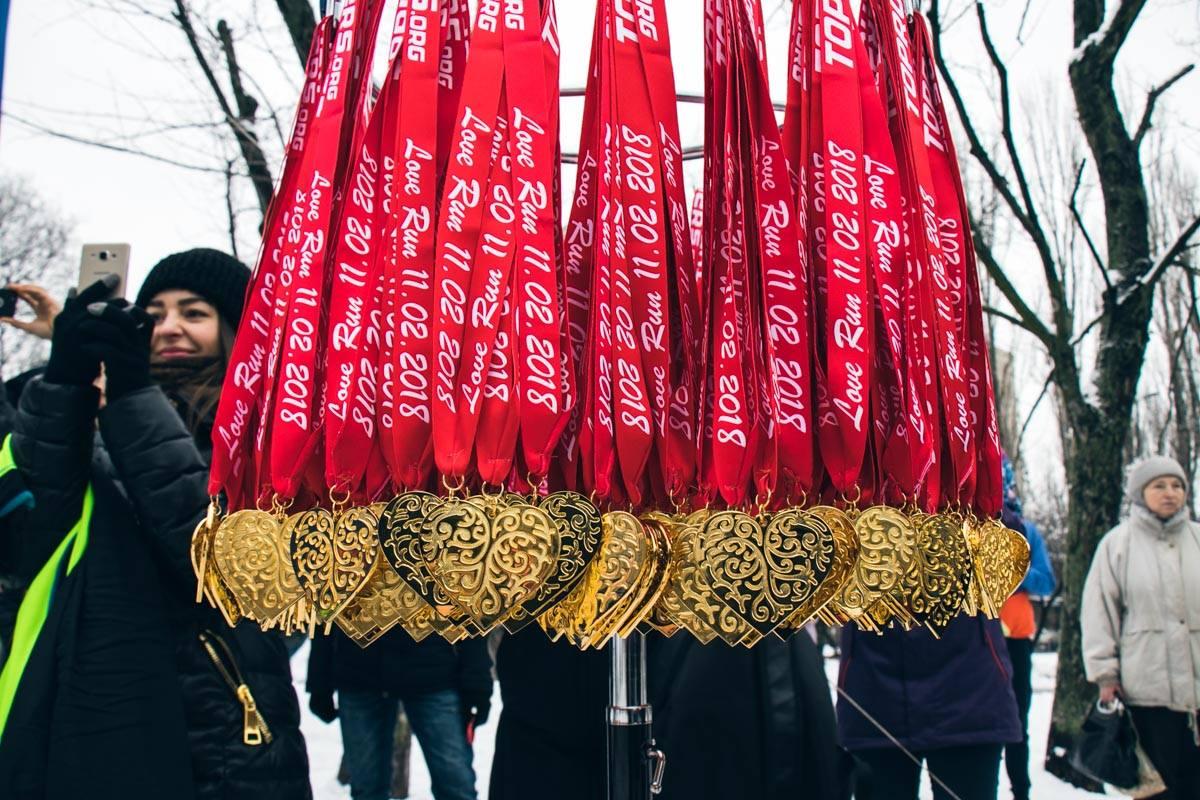 На финише всех ожидали необычные медали