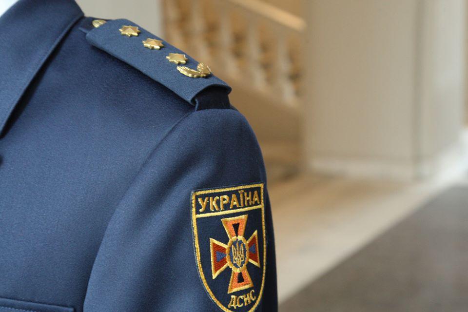 На форме будут нашивки с надписью ГСЧС и Ukrainian rescuer