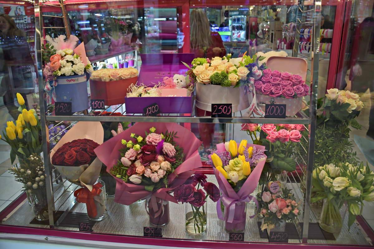 Цветочные подарки для любимой или любимого