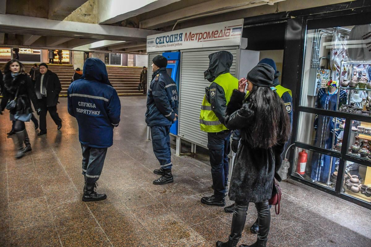 Пассажиров подземки эвакуировали