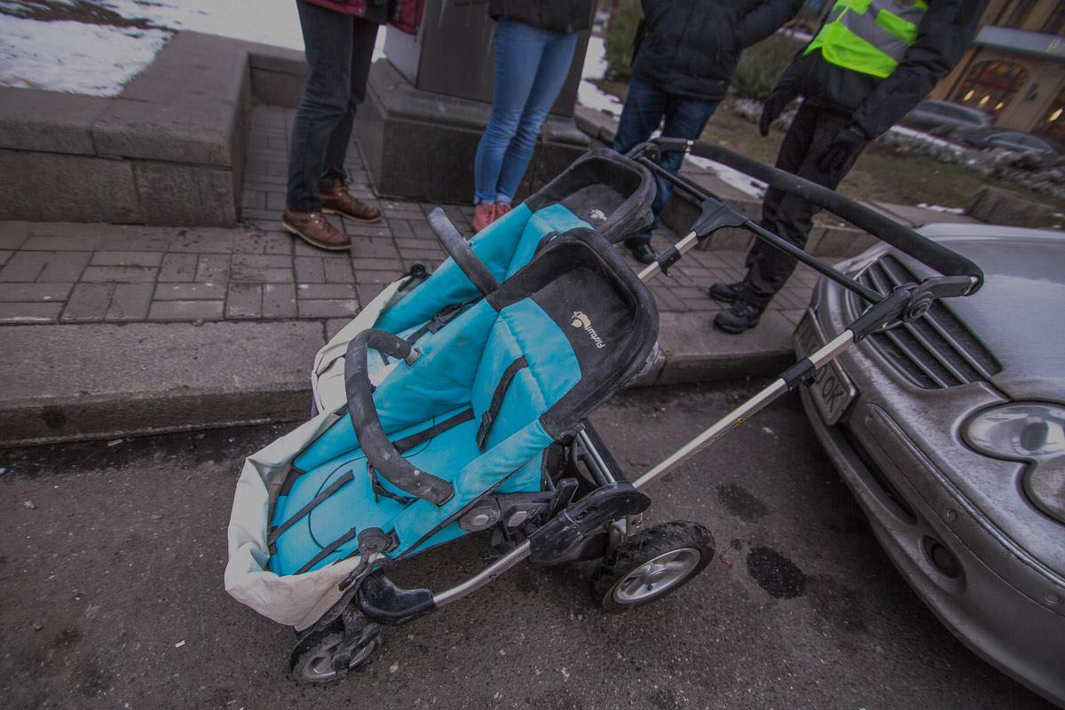 Пьяный мужчина пробрался в жилой дом, разбил стекло и украл детскую коляску