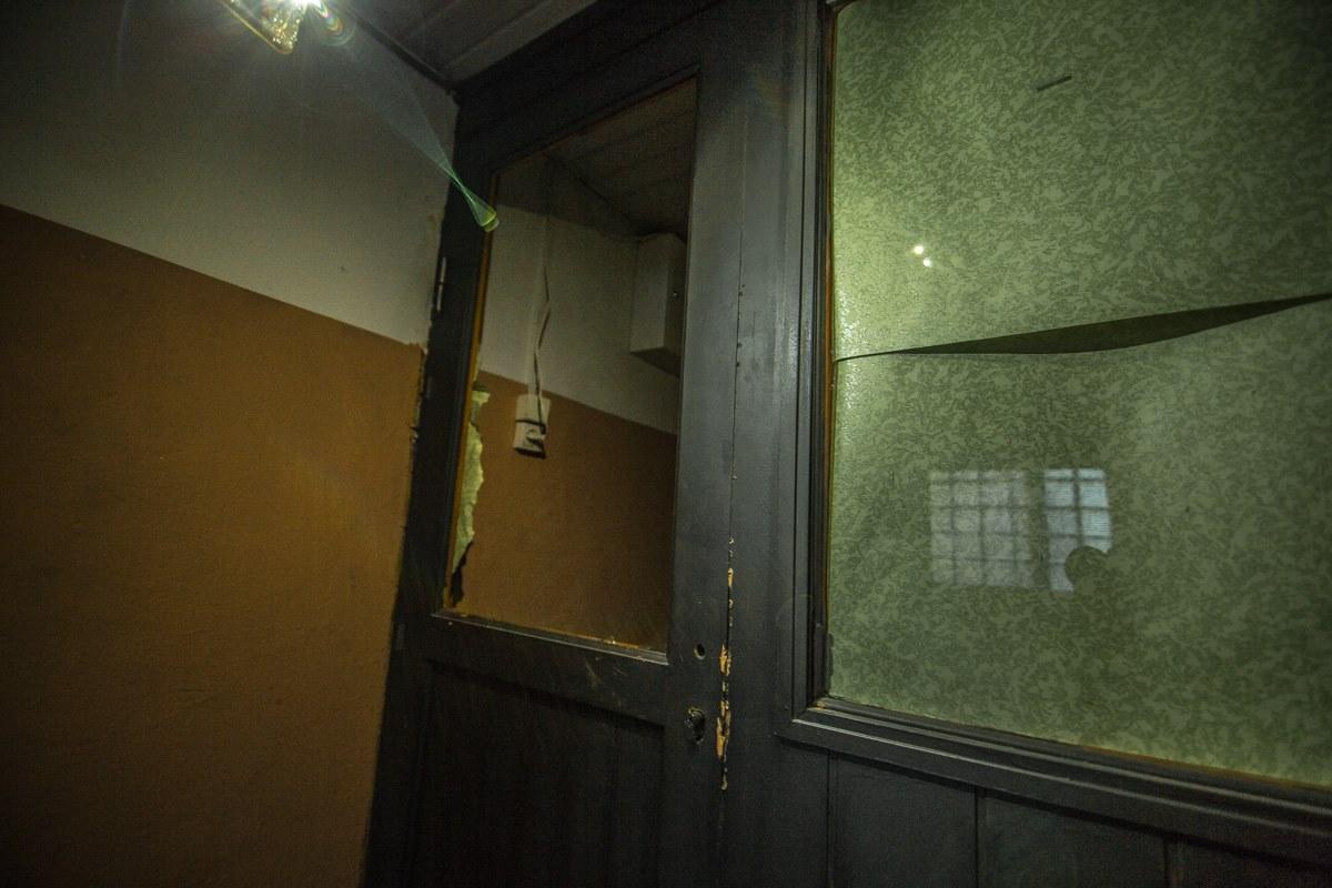 Рецидивист разбил стекло в подсобке