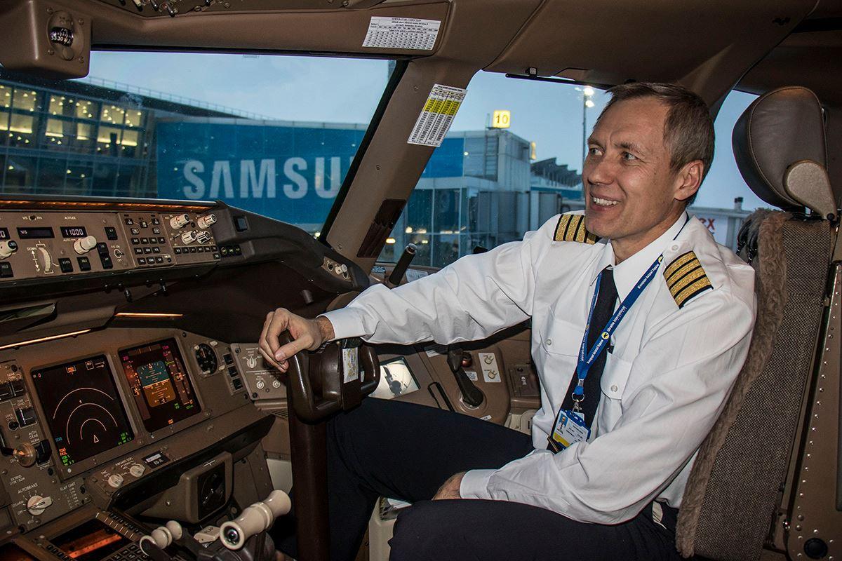 Пилот был очень приветлив и рассказывал много интересного о самолете