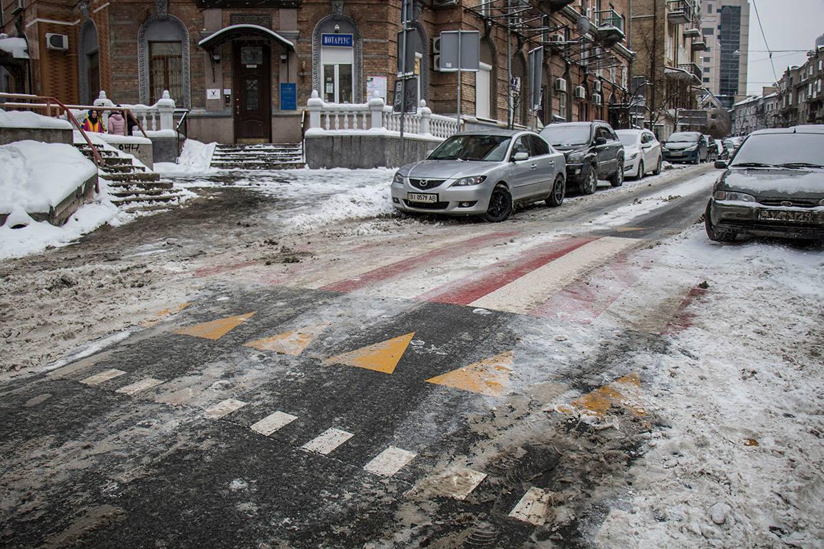 На Дарвина нанесли современную разметку пешеходного перехода