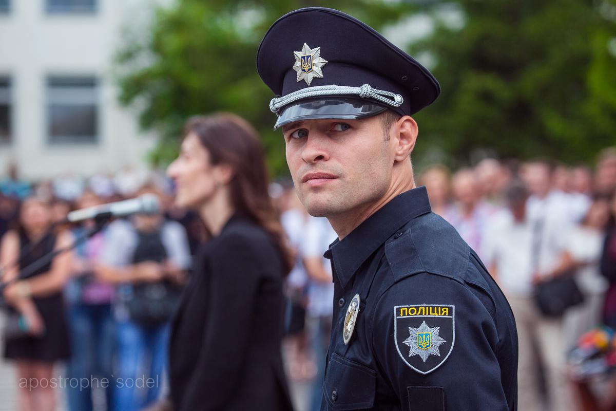 Яркий представитель красивых полицейских Киева