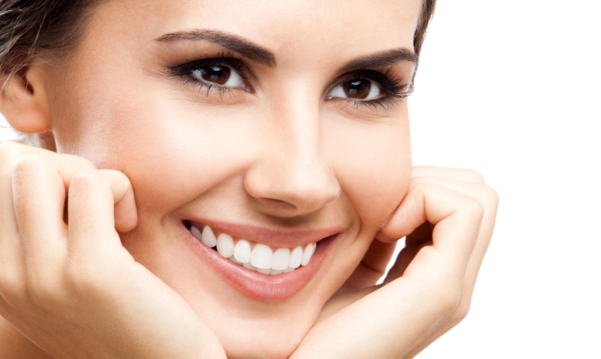 Красивая улыбка и здоровые зубы сразу привлекают внимание и всегда помогут расположить к себе собеседника