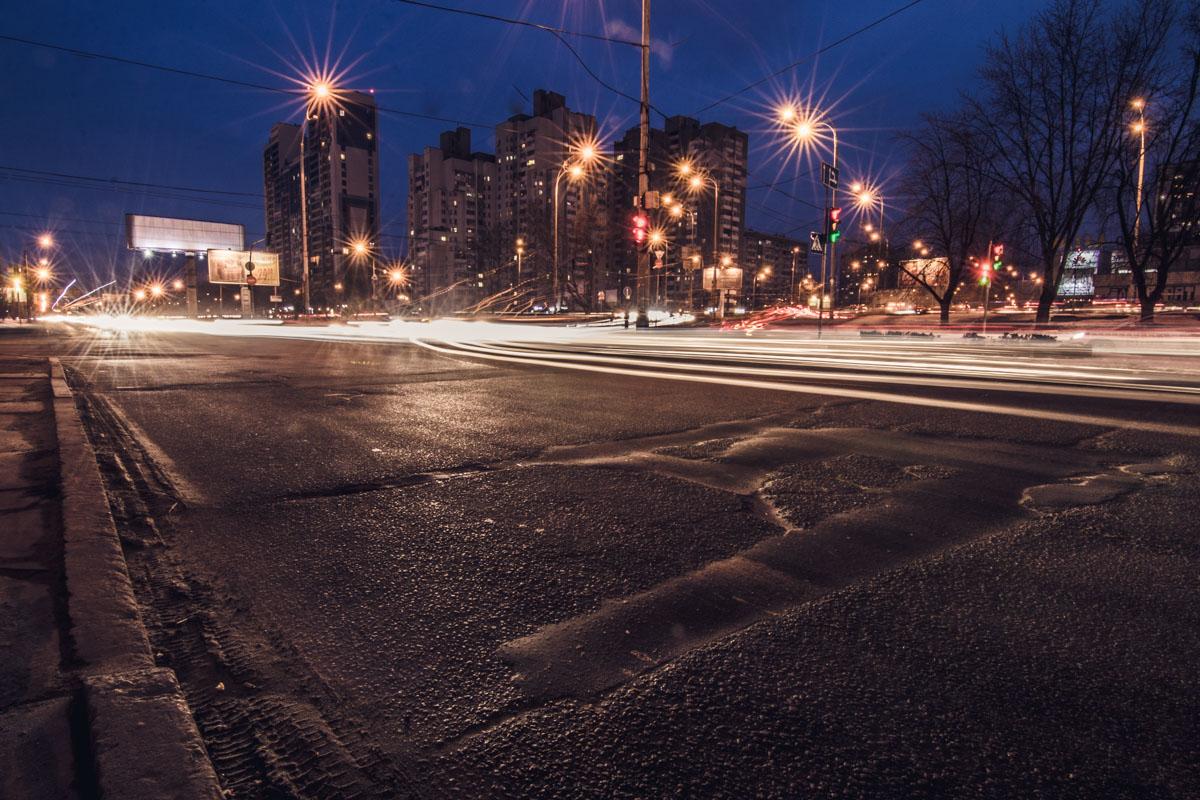 На отремонтированной дороге водителей поджидают неприятные ямы