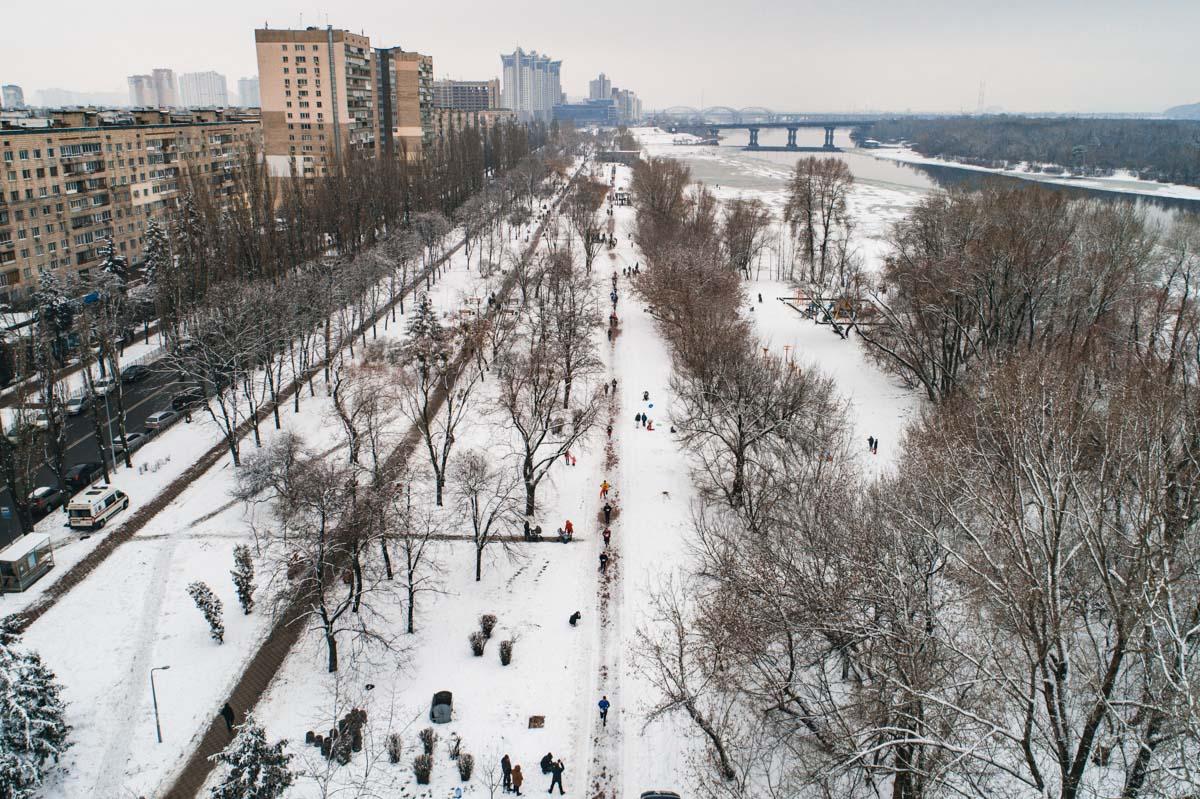 Трасса для бегунов традиционно проходила по Русановской набережной