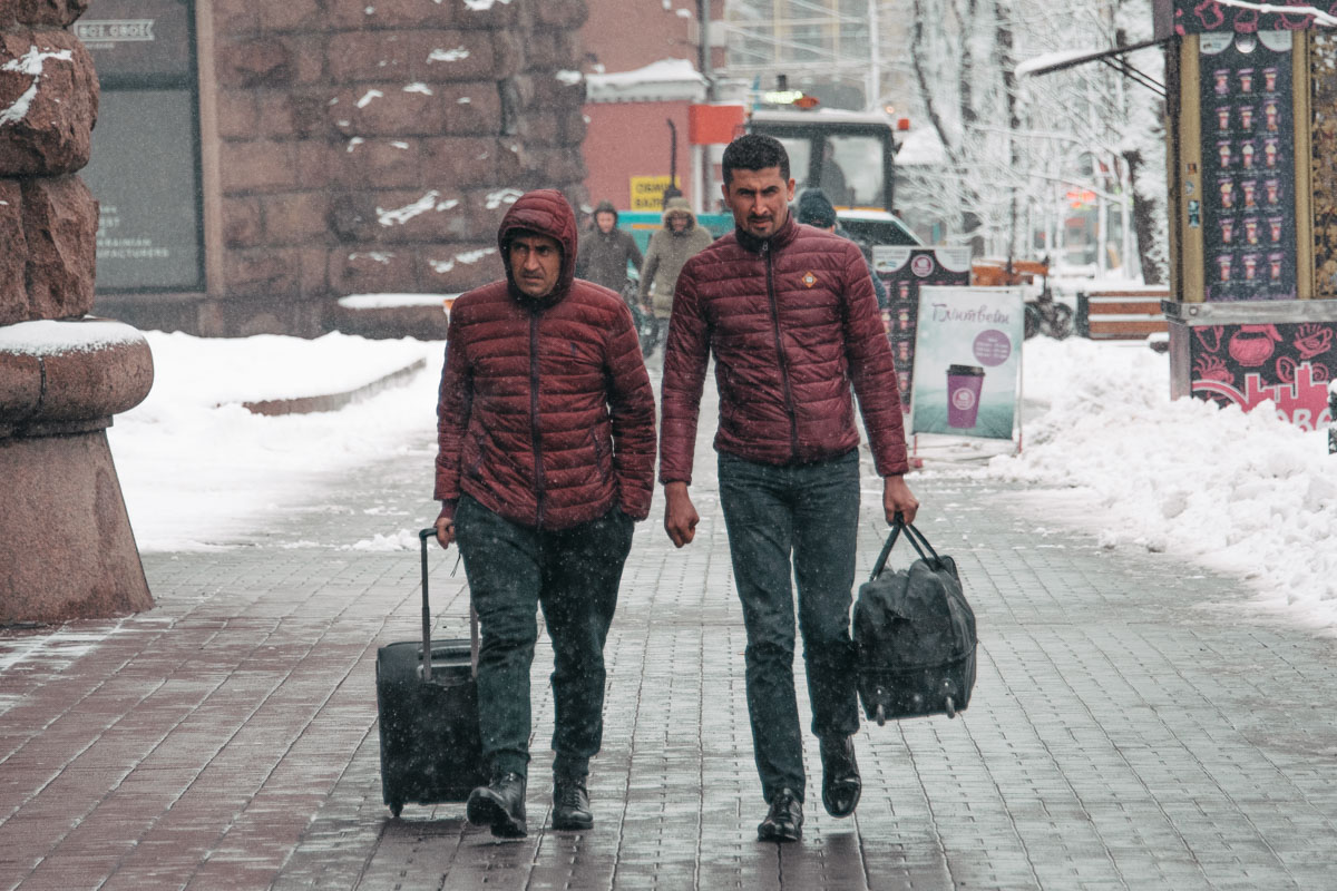 В Киеве жизнь кипит круглосуточно: кто-то приезжает, а кто-то готовится к отъезду