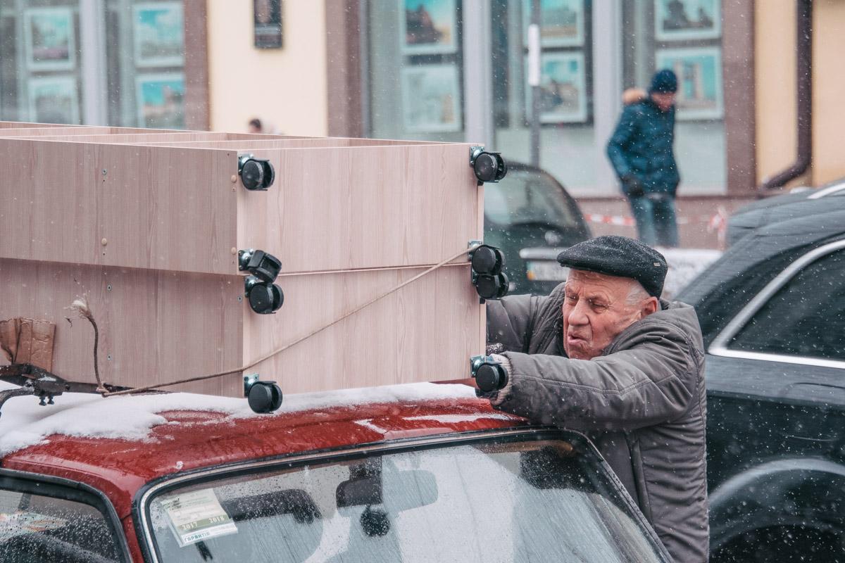 У некоторых киевлян работа кипит даже в выходной
