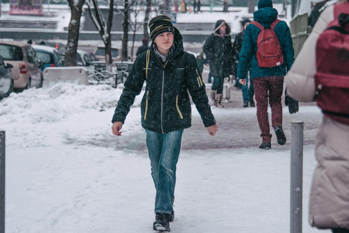 Даже в снежную погоду и выходной мы все спешим по своим делам