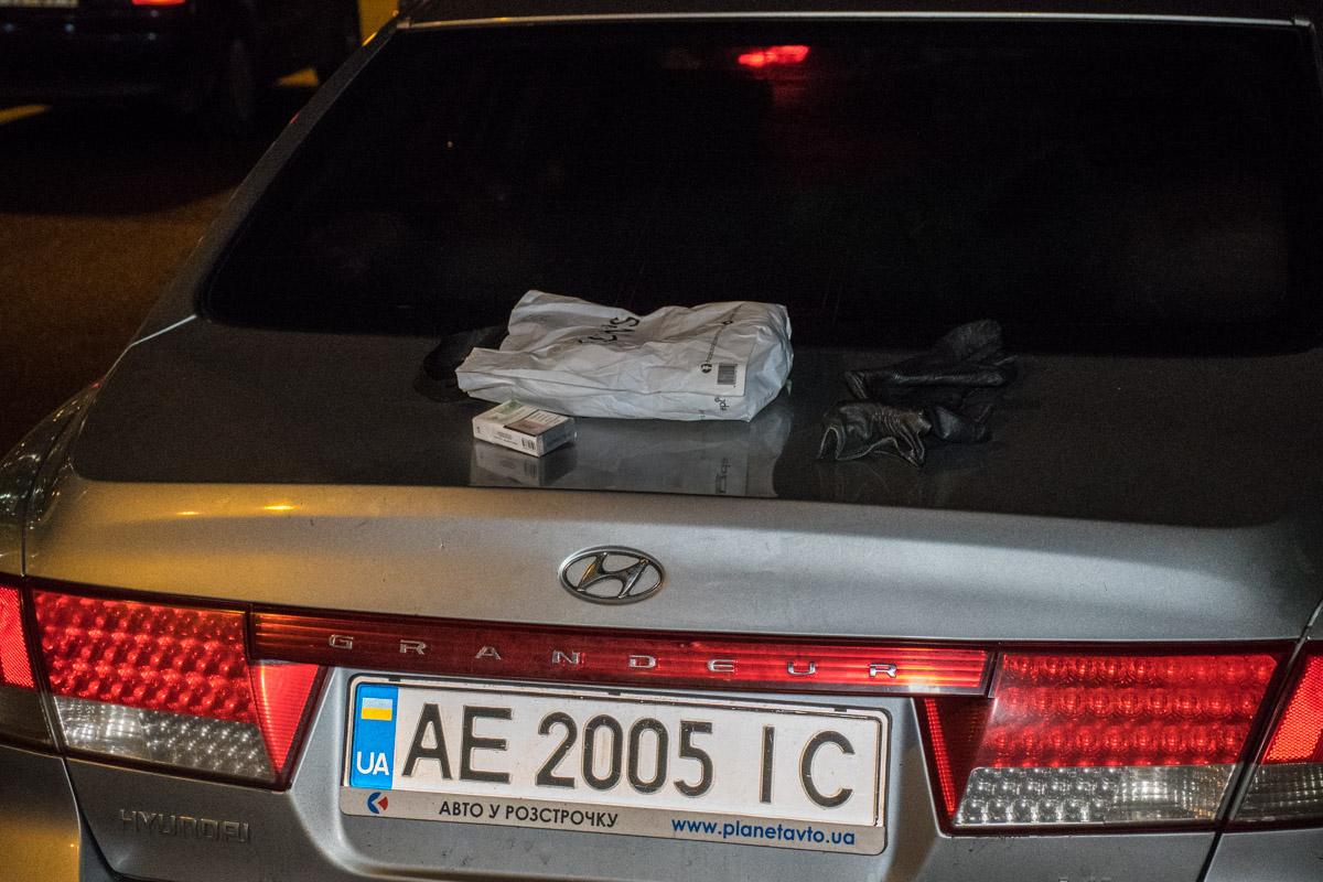 Дорогой гаджет преступники спрятали в бардачке своего автомобиля