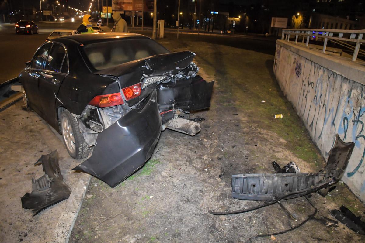 После удара машина вылетела с проезжей части