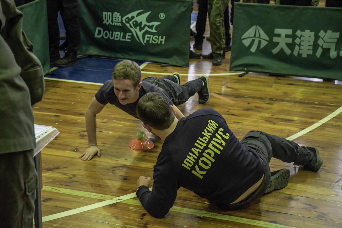 Показать отвагу и спортивную подготовку
