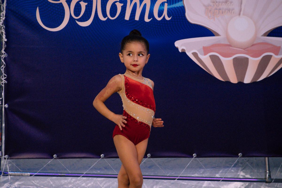 Девочки боролись за первые в своей жизни кубку по художественной гимнастике