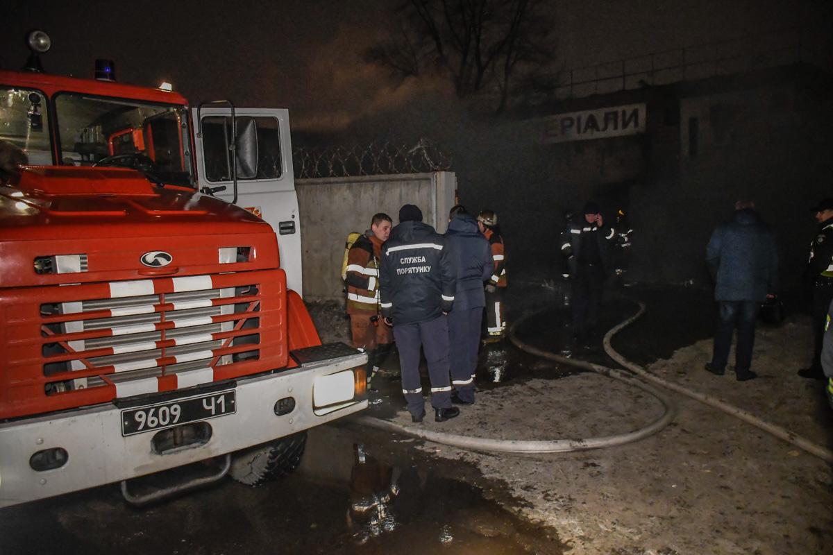 Тушили огонь сотрудники четырех пожарно-спасательных частей
