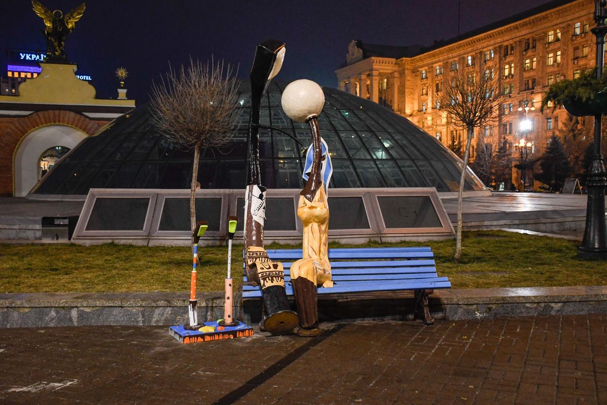 Семейка фонарей на Майдане радует глаз горожан в центре Киева