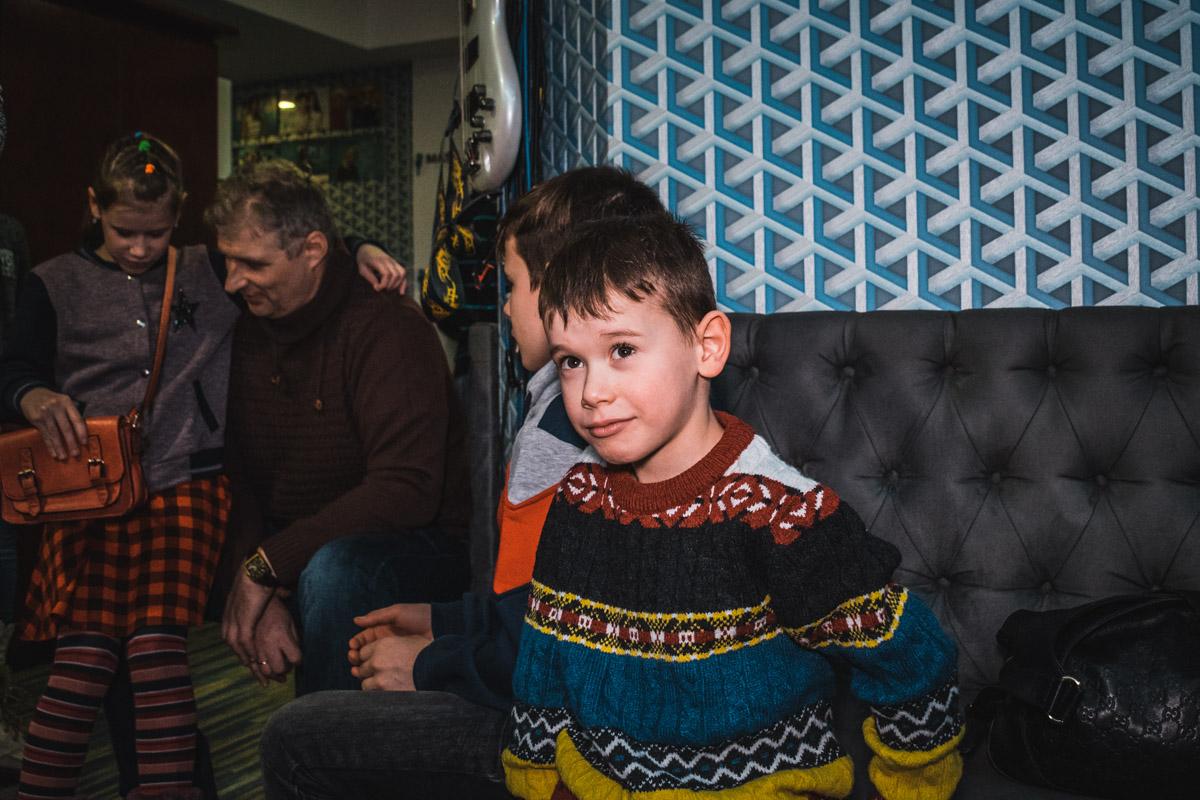 Степан вместе с братьями и сестрой поет в хоре