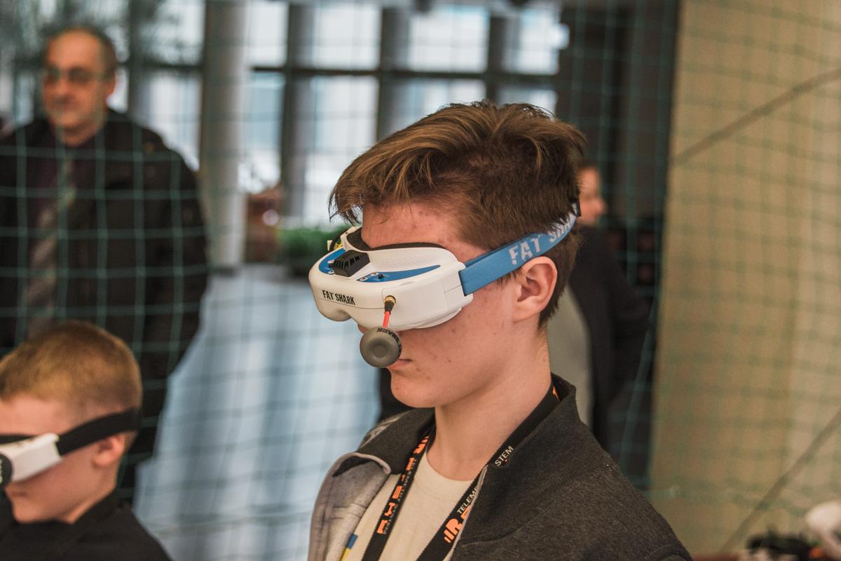 Следующий этап соревнований - управления в очках виртуальной реальности