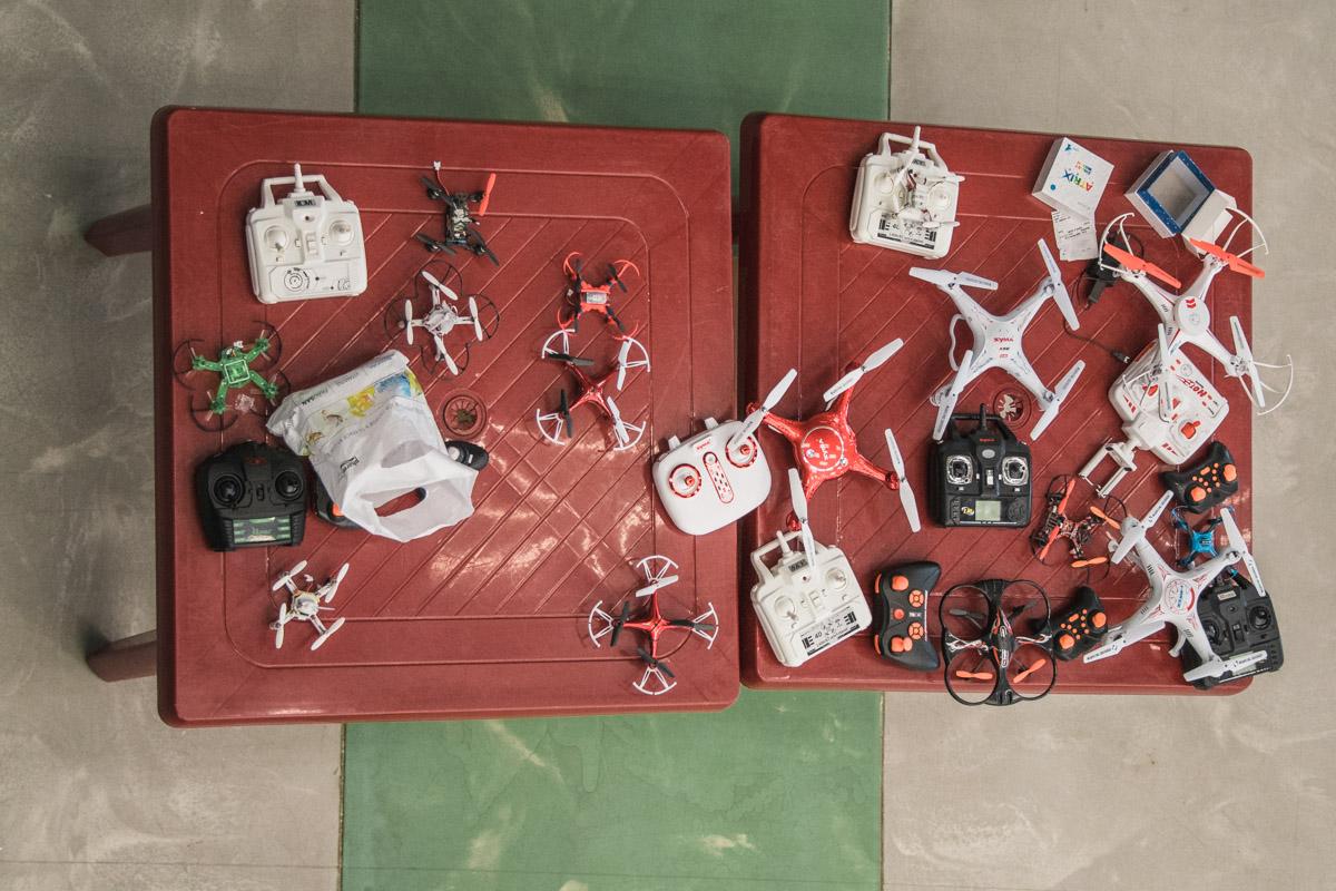 Молодые спортсмены соревновались на разных моделях коптеров