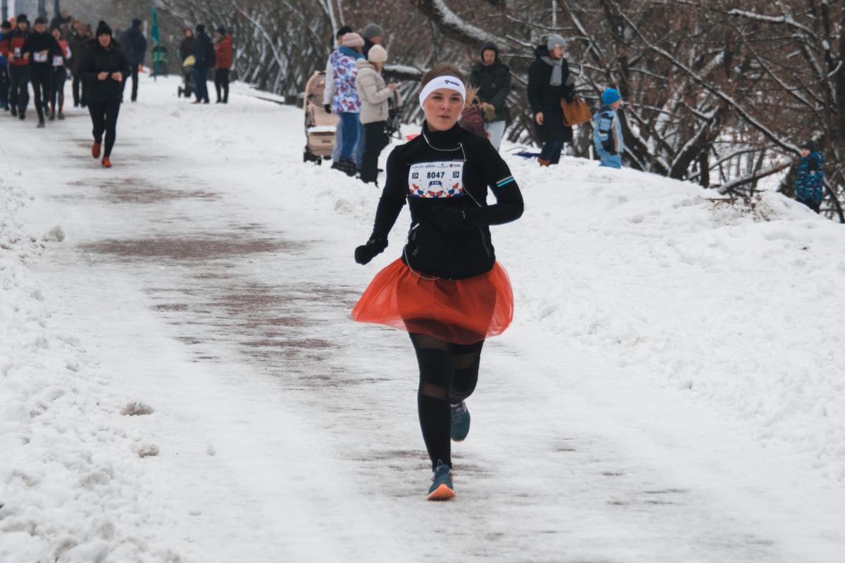 Влюбленные бегуны в очередной раз доказали, что заниматься спортом можно в любое время года