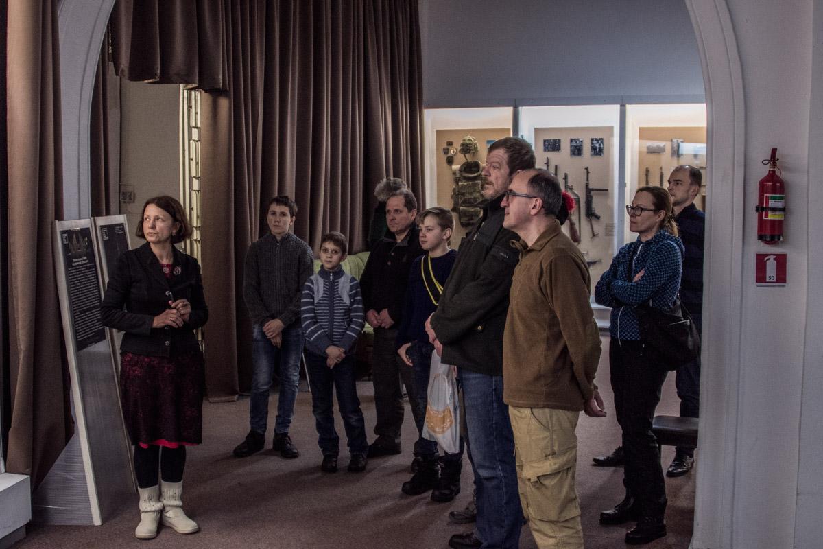 В день открытия экспозиции в музее проводилась экскурсия