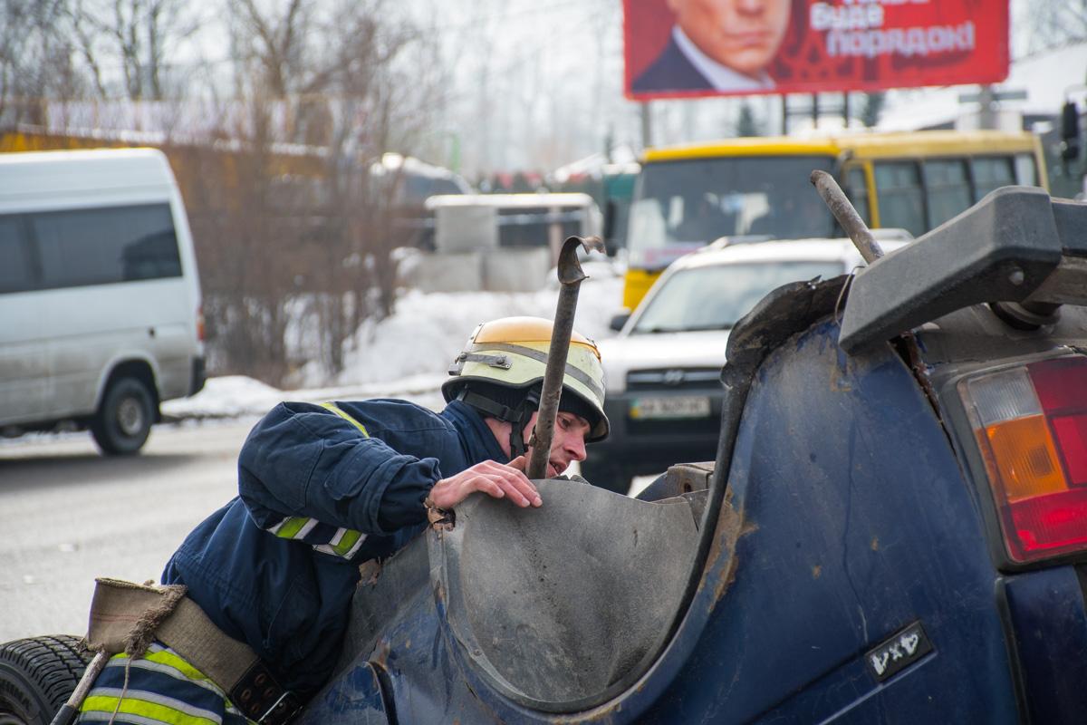 На месте происшествия работали пожарные и полиция
