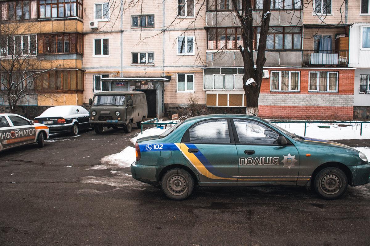 На месте работала следственно-оперативная группа и патрульная полиция