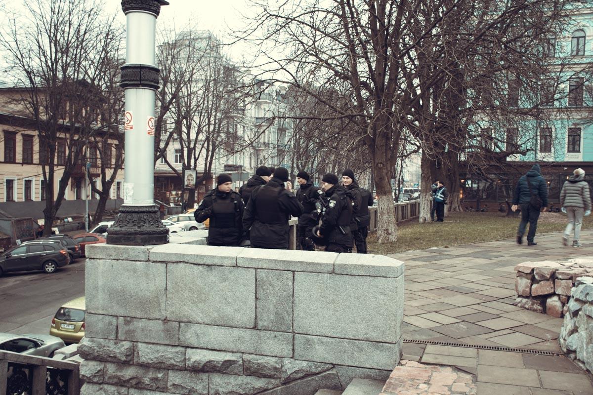 Полиция охраняла территорию монастыря