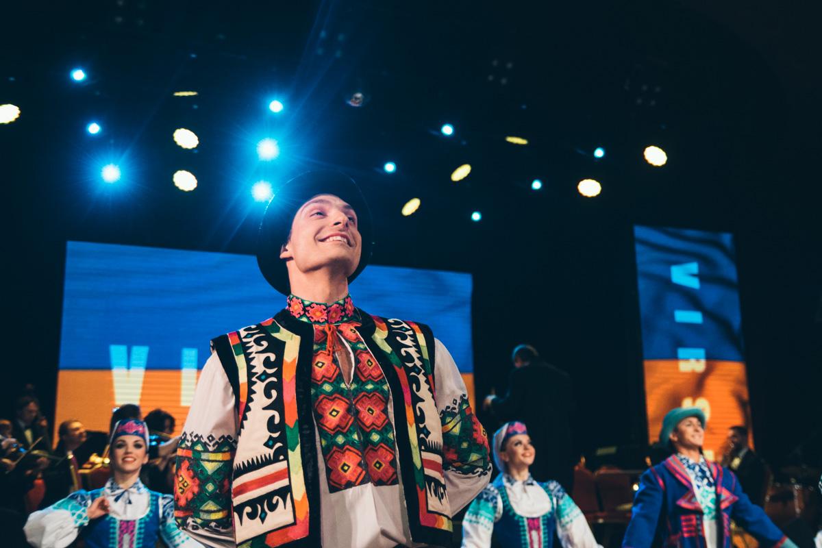 Танцоры исполняют как постановки нынешнего руководителя Мирослава Вантуха, так и основателя ансамбля Павла Вирского