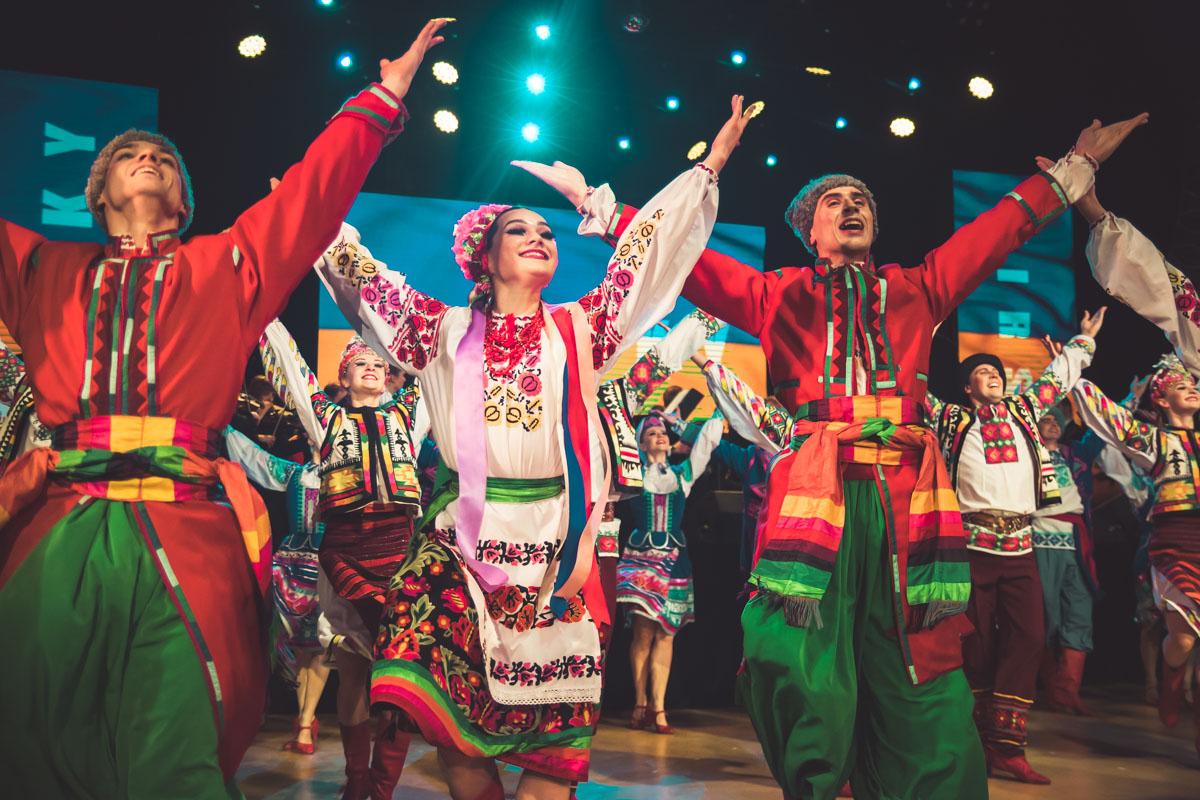 Ансамбль с украинским танцем знакомит весь мир