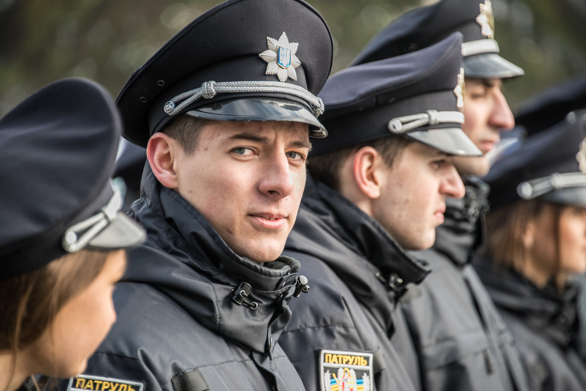 Главное в работе патрульного - это серьезный взгляд