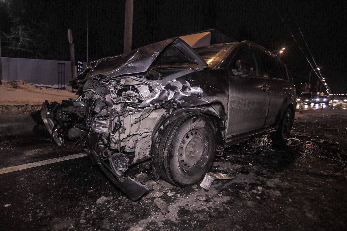 Девушка-водитель Outlander отвлеклась на телефон, в результате чего ее авто врезалось в Daewoo Matiz