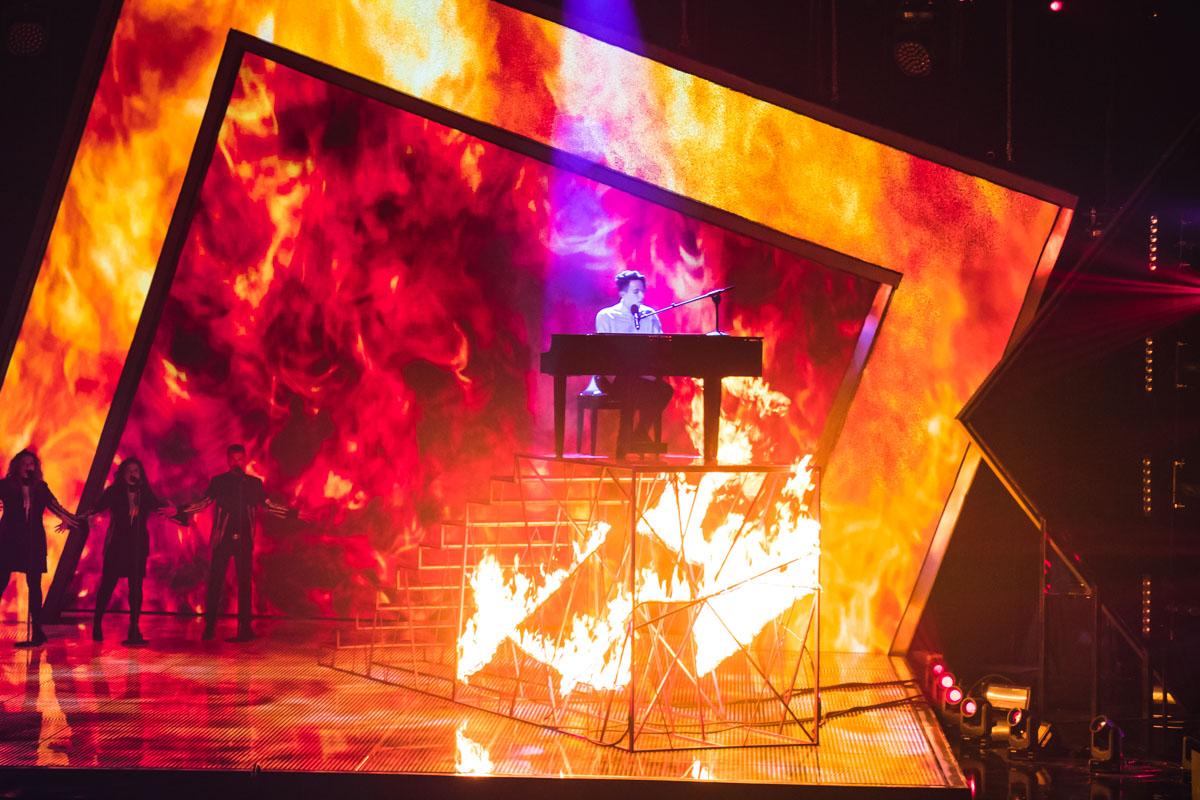Melovin дал жару на сцене нацотбора в прямом смысле