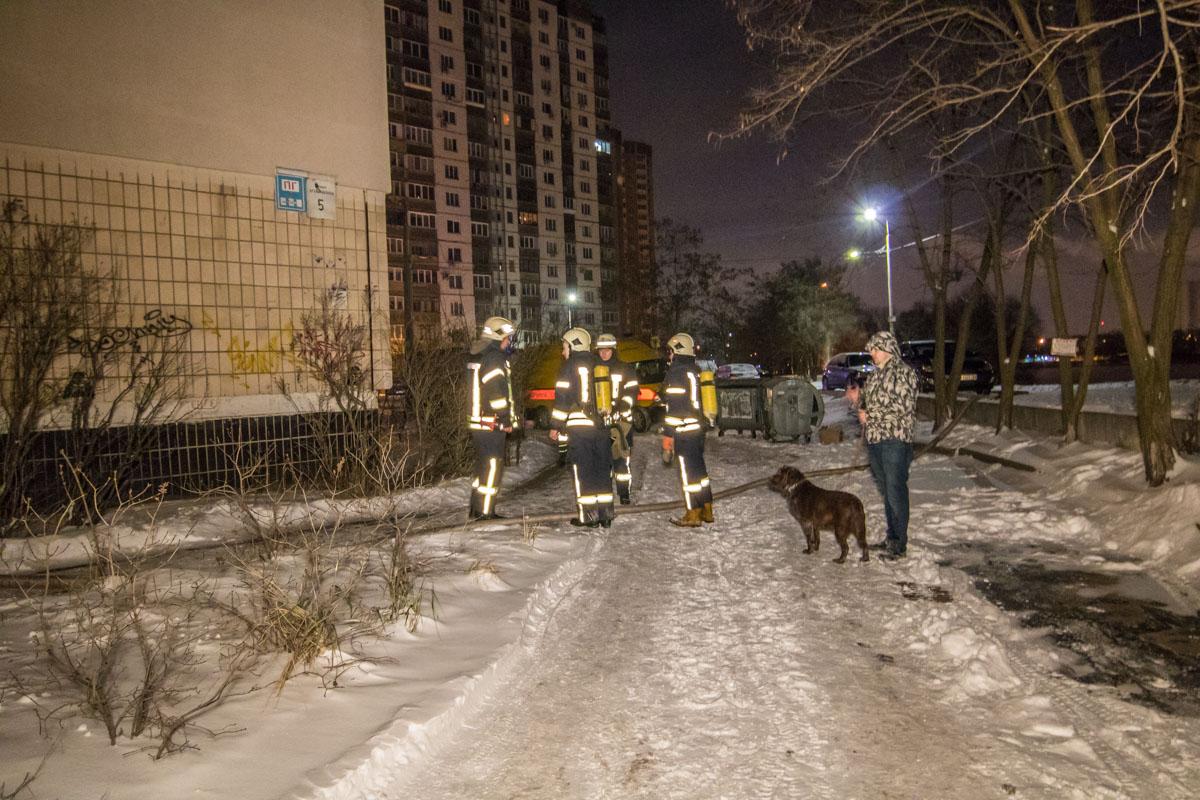 К счастью, из-за пожара никто не пострадал - жильцы оперативно вызвали пожарных к месту происшествия